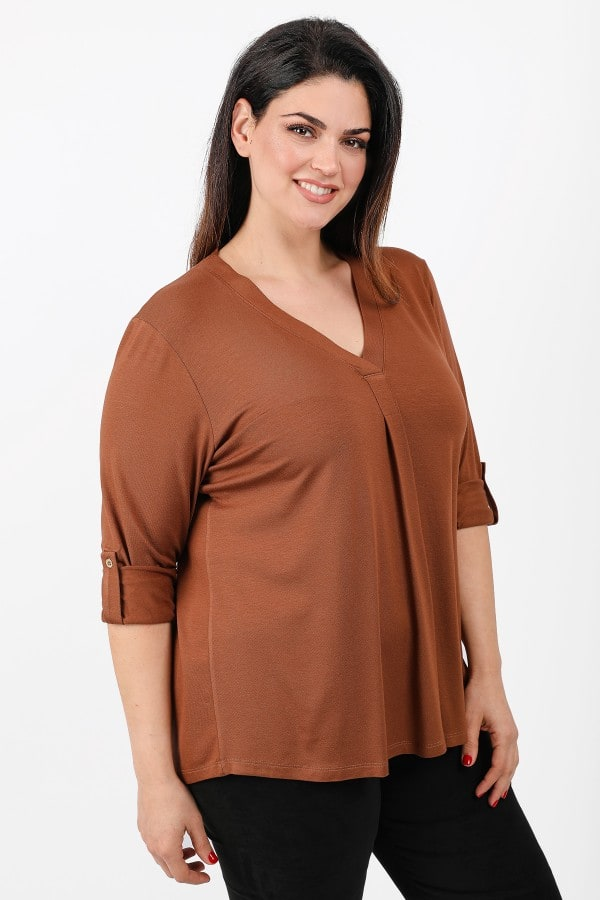 Blouse with pleat on the front