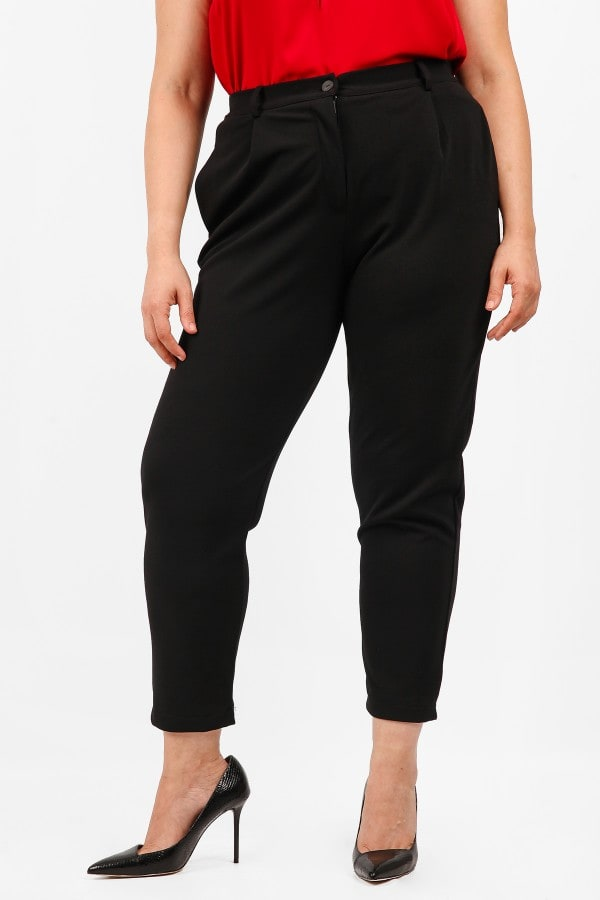 Elastic trousers in straight line