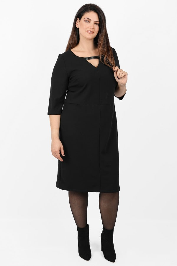 Pencil dress with detail on the V