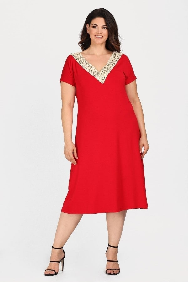 Midi dress with lace on the V and pearls