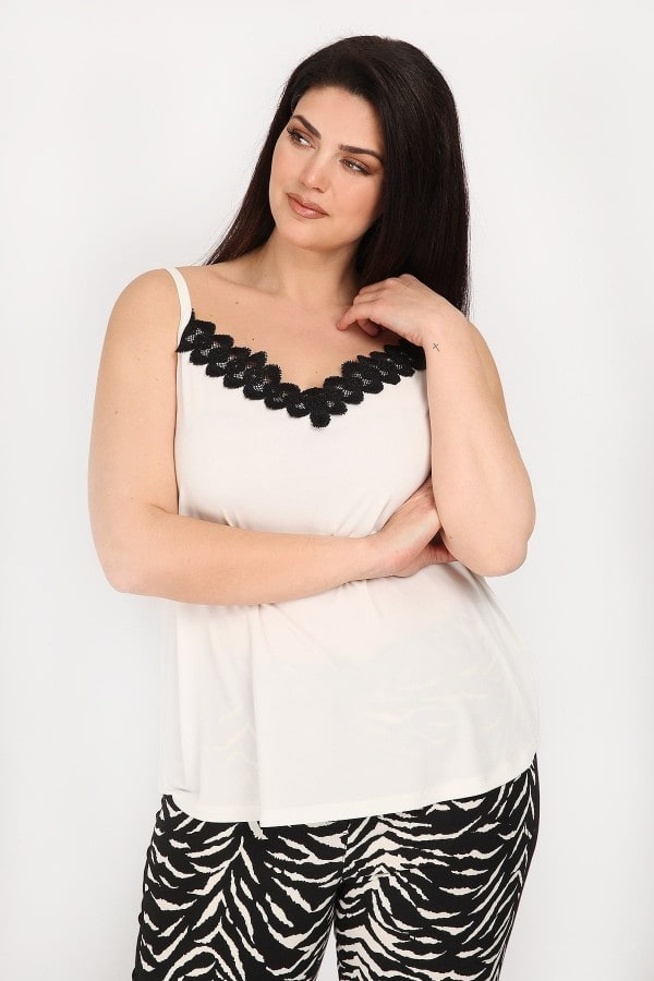 Evening sleeveless top with lace details
