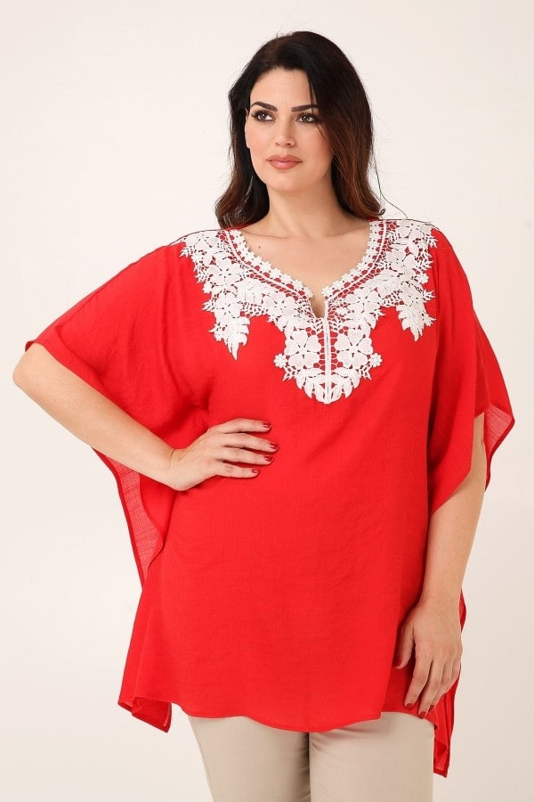 Kaftan with embroidery on V