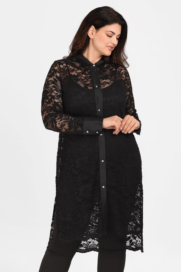 Evening shirt from lace and satin details
