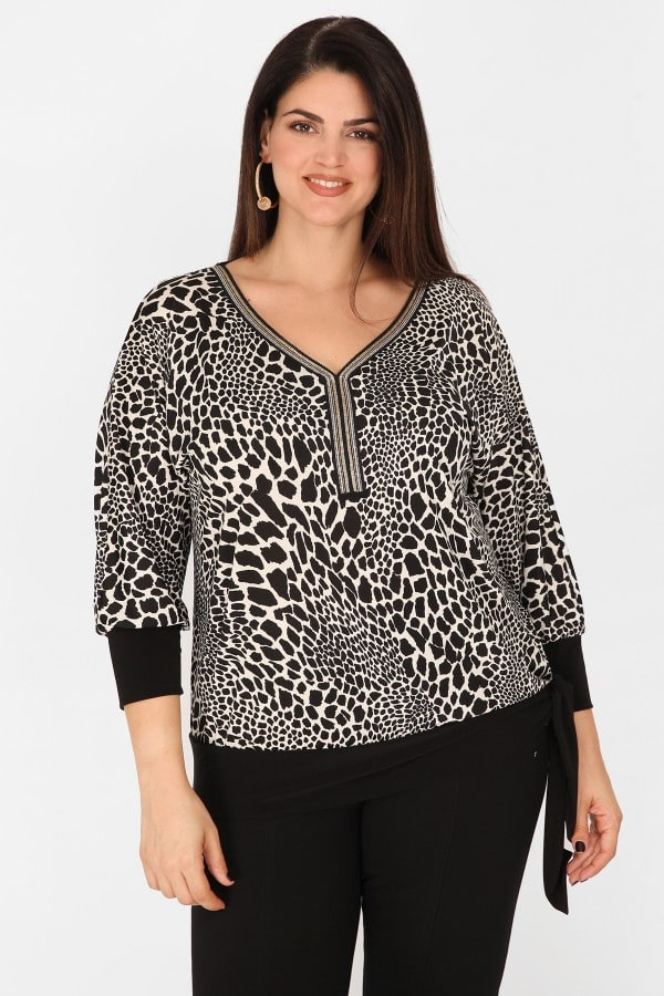 Leopard blouse with embroidery on the V