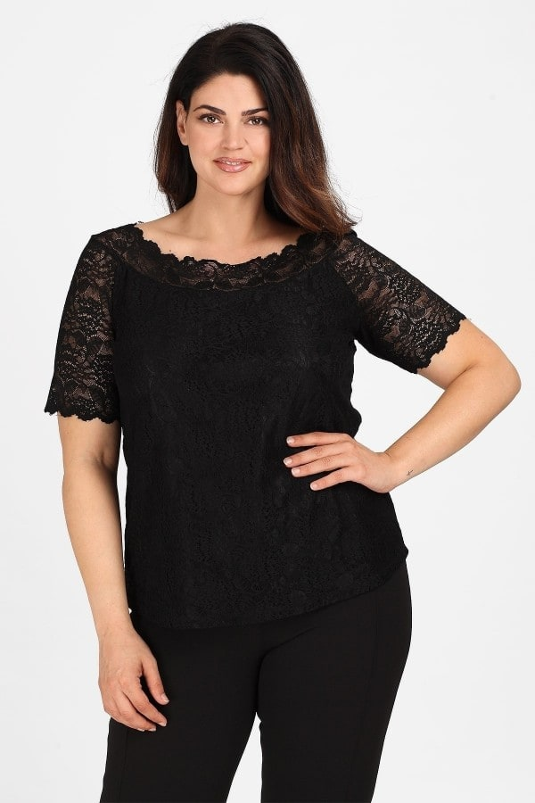 Blouse from elastic lace