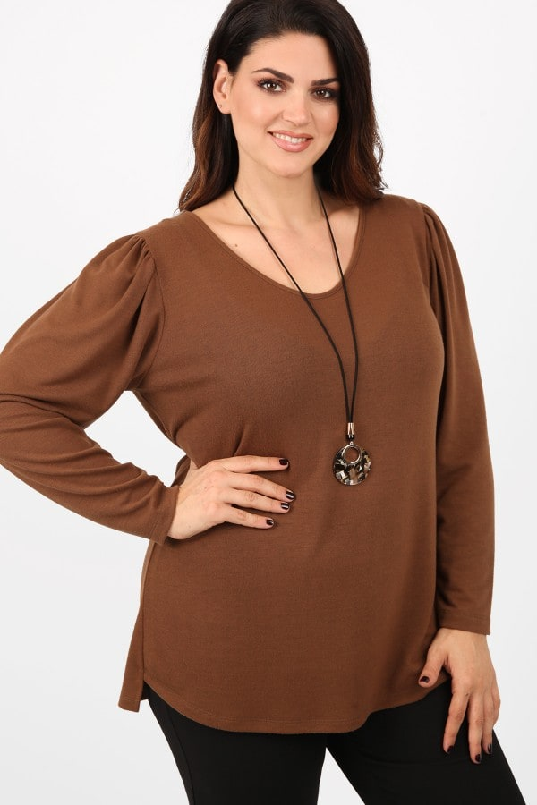 Knit blouse with shirring sleeves and pendant