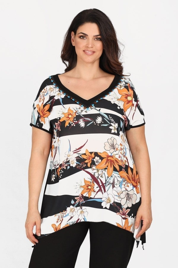 Blouse with print on the front and asymetrical pointy hem