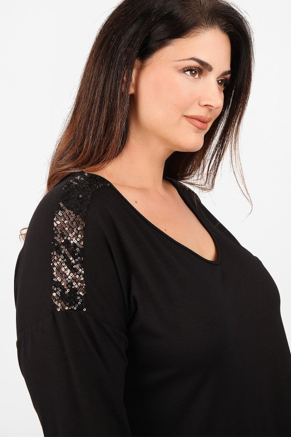 Blouse with sequins on the shoulders
