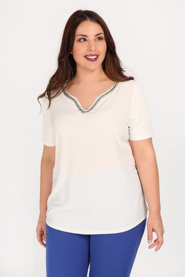 Evening blouse adorned with beads in V