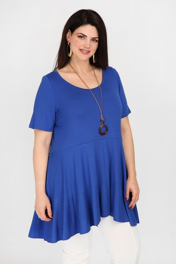 Flared hem blouse with pendant