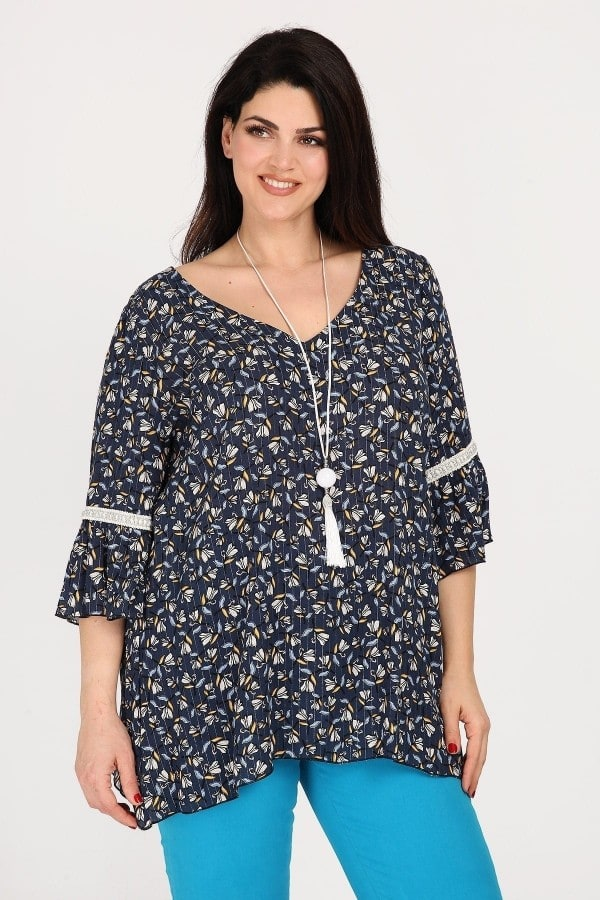 Printed shirtblouse with pendant