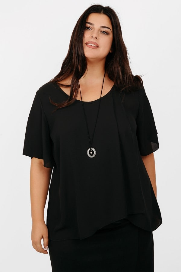 Blouse with bell sleeves and pendant