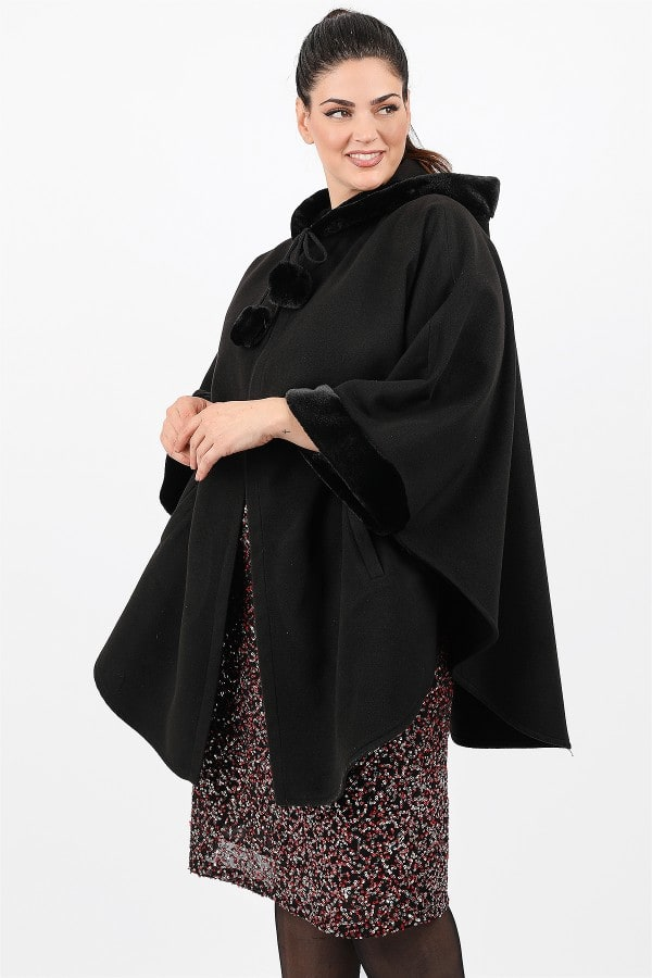Hooded cape and faux fur details