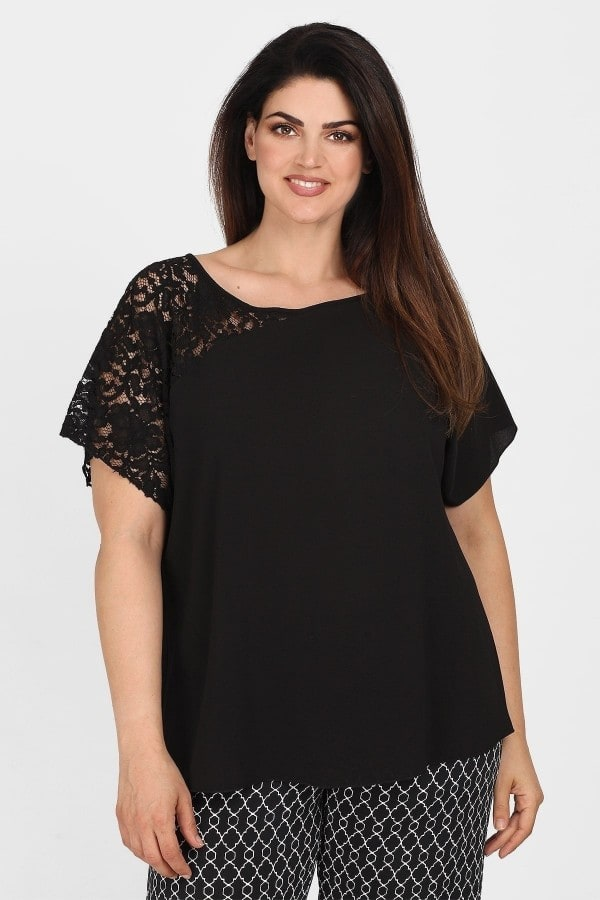 Blouse with lace on the shoulder