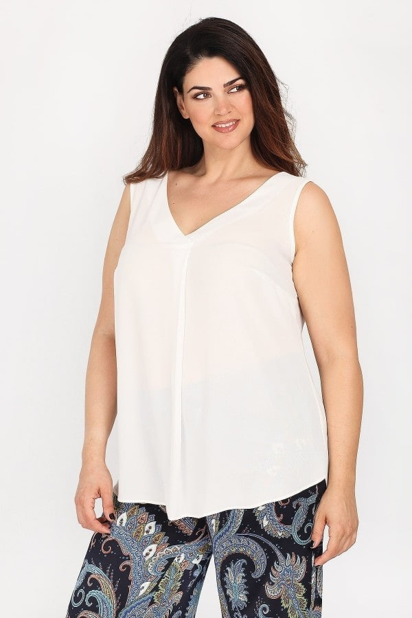 Sleeveless shirtblouse with pleat on the front
