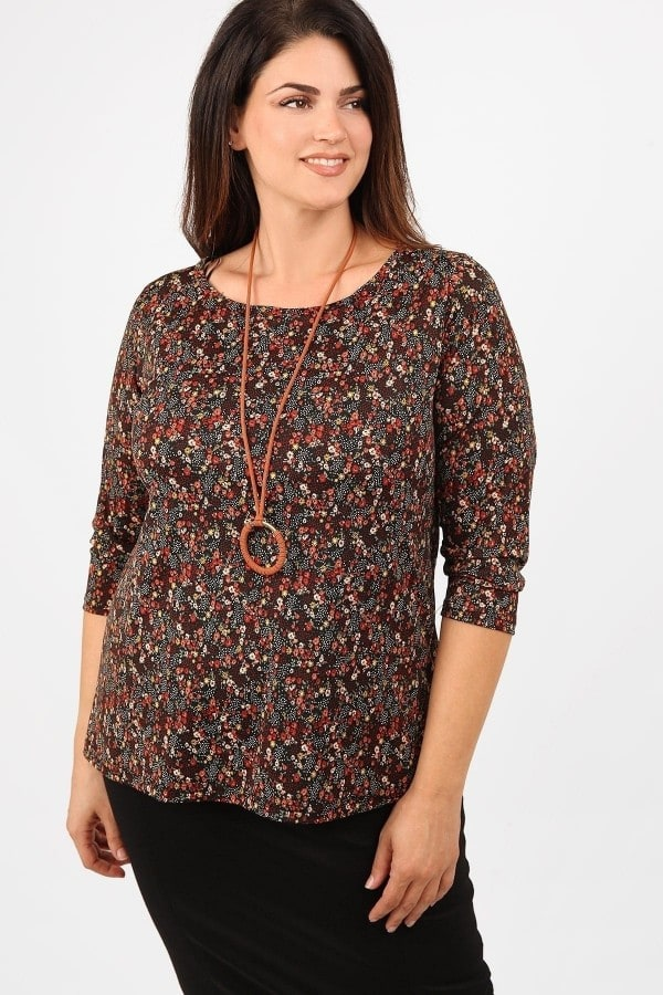 Floral blouse with pendant