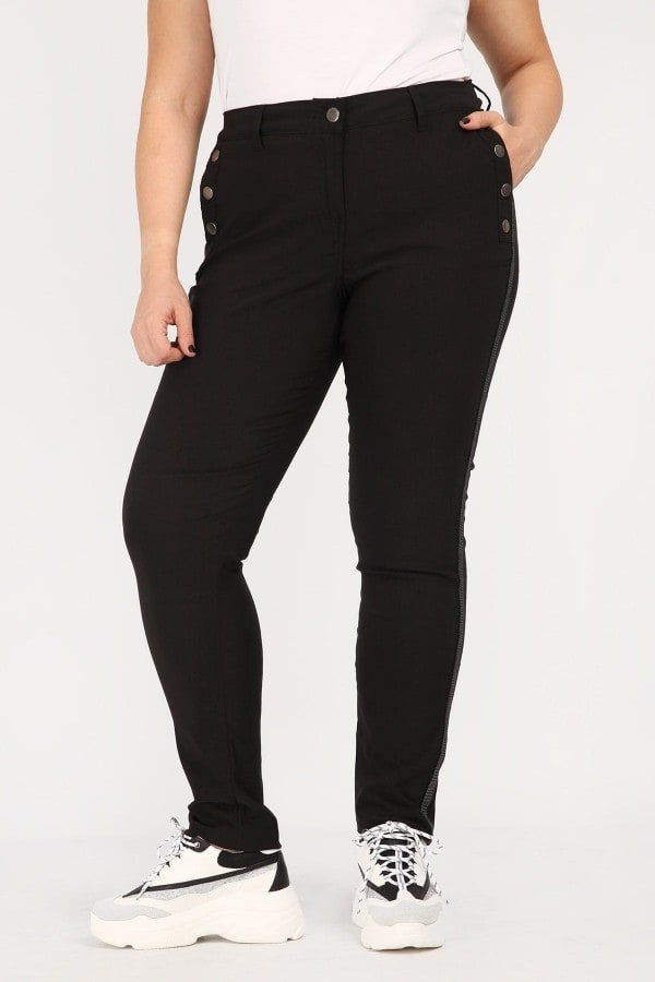 Treggings trimmed with buttons