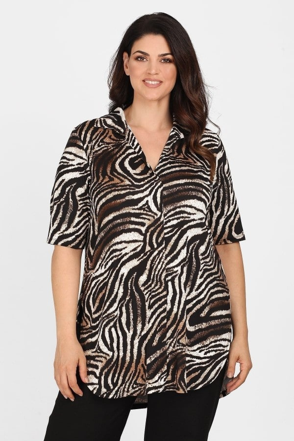 Camiseta animal print estilo camisa